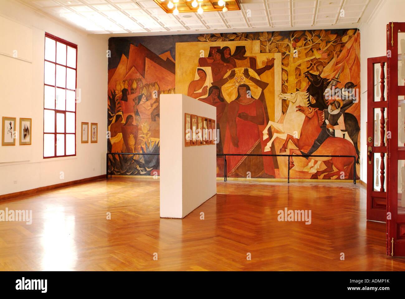 Fresque murale dans le musée de Guayasamin d\'Art Moderne, la Casa de ...