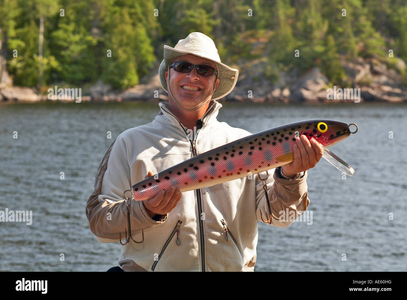 Homme avec joke lure French River Ontario Canada Photo Stock