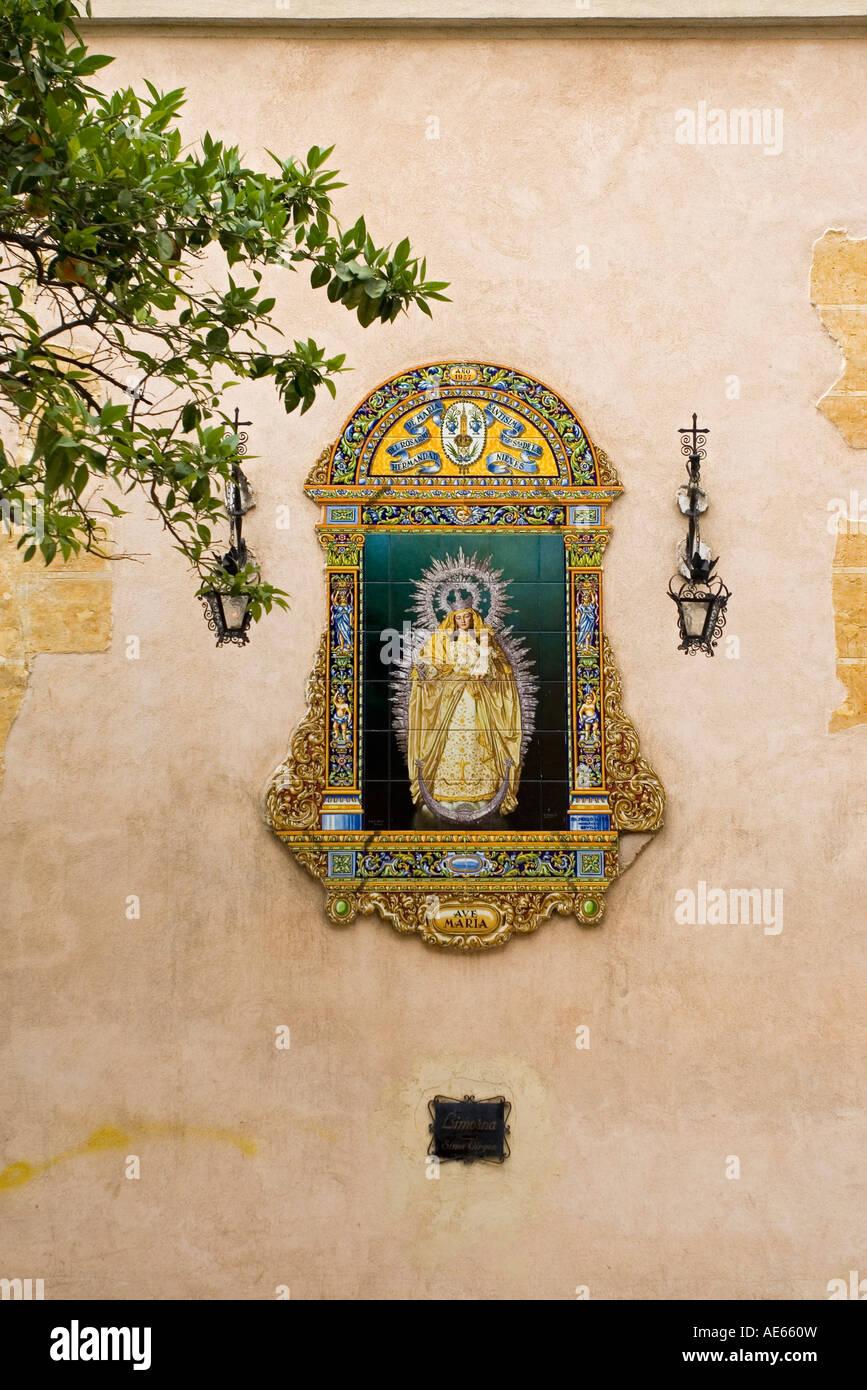 Art religieux sur mur du bâtiment Séville Andalousie Espagne Banque D'Images