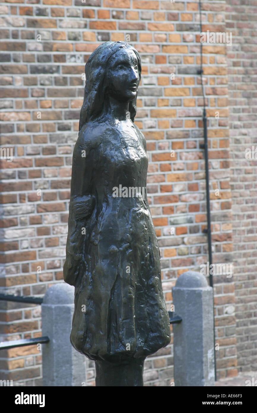 Amsterdam, Hollande. statue d'Anne Frank, 1929-45, créé par le sculpteur mari silverster andriessen. Photo Stock
