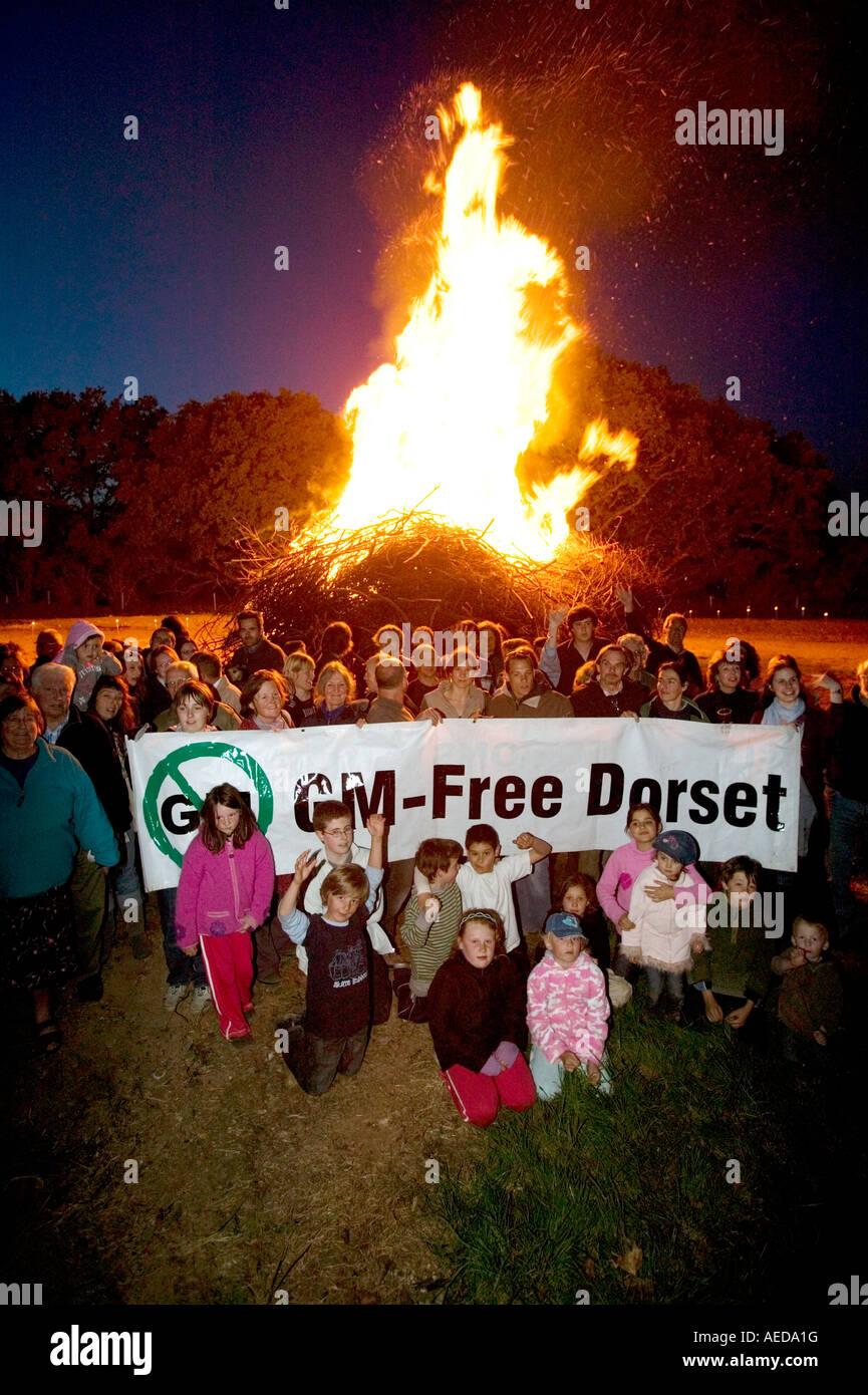 Les gens rassemblement à beacon dans le Dorset pour faire campagne contre la plantation de cultures génétiquement Photo Stock