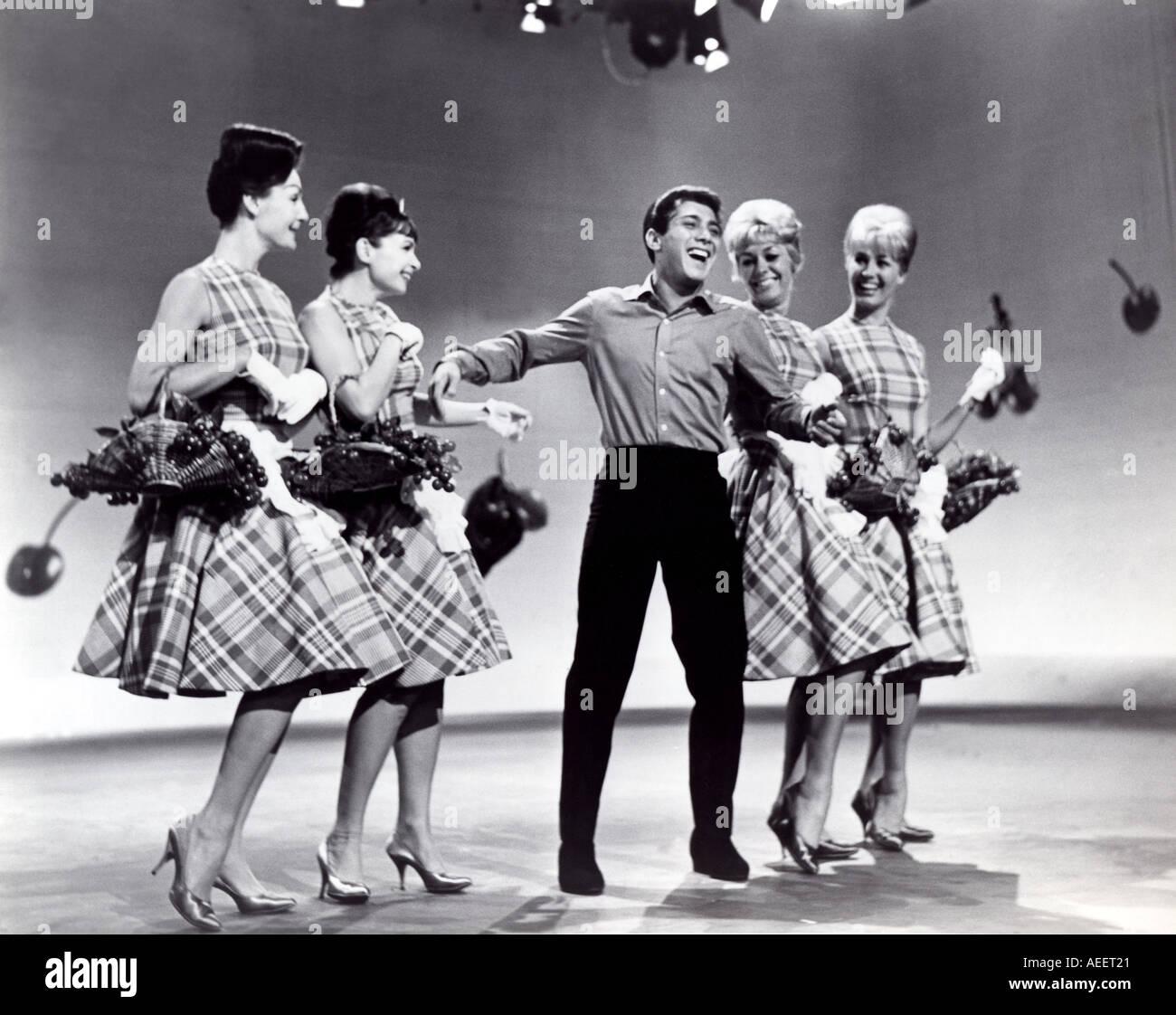 PAUL ANKA sur une émission de télévision dans les années 1960 Photo Stock
