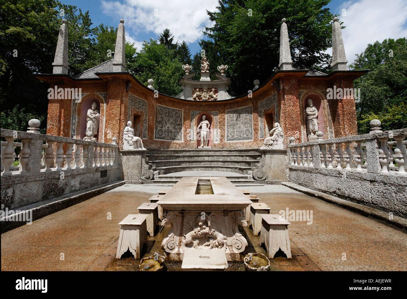 Fontaines à tricks, table du prince, Théâtre romain, Hellbrunn, Salzbourg, Autriche Banque D'Images