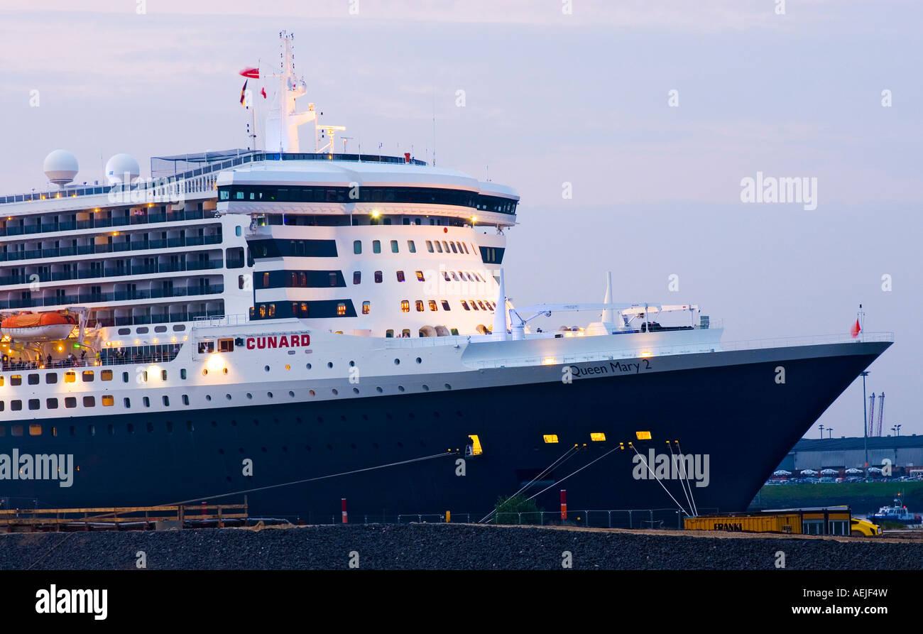 Queen Mary 2 visites Le port de Hambourg en juillet 2007, Hambourg, Allemagne Photo Stock