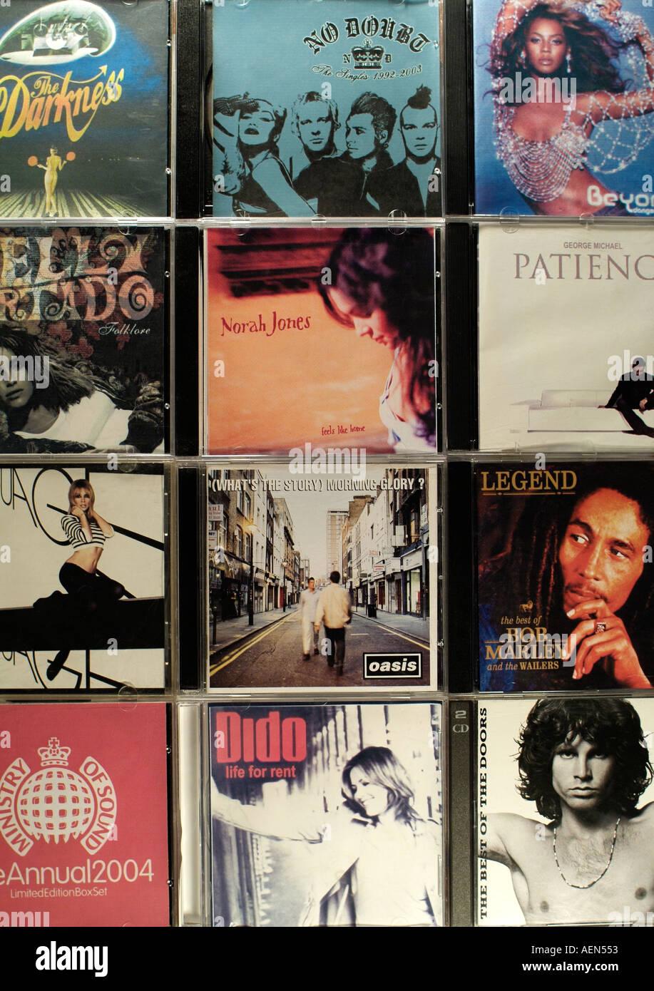 La contrefaçon de CD de musique à vendre à l'Europe de l'Est, Close Up. Photo Stock