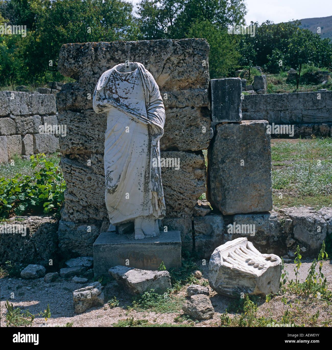 Statue sans tête Ancienne Olympie Péloponnèse Grèce Hellas Photo Stock