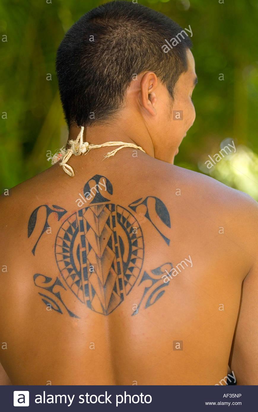 Avec L Homme Sur Le Dos Tatouage Polynesien Polynesian Cultural
