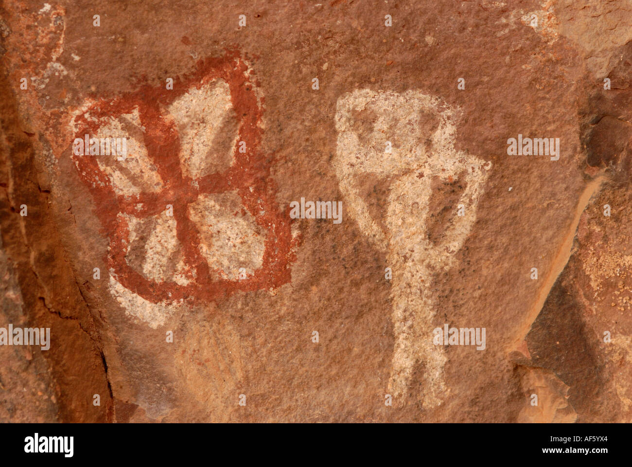 Native American tribue Sinagua pictogrammes des symboles spirituels, Palatki falaises rouges, Arizona Photo Stock