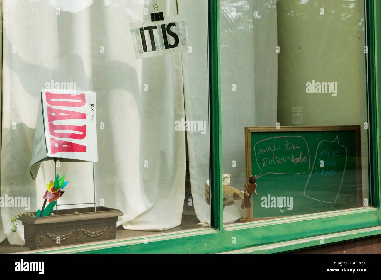 Affichage fenêtre poésie Dada Andes ville New York State Catskills Photo Stock