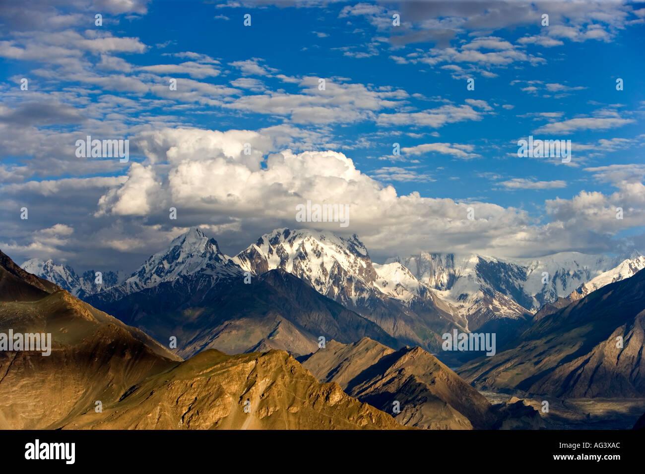 Paysage de montagne spectaculaire de Hunza dans le Nord du Pakistan Photo Stock