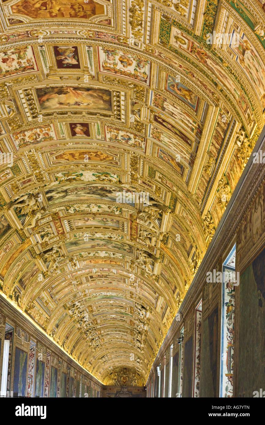 Plafond de la salle des cartes Les fresques au plafond de ce canon 120m 16e siècle salle domine la cartographie Photo Stock