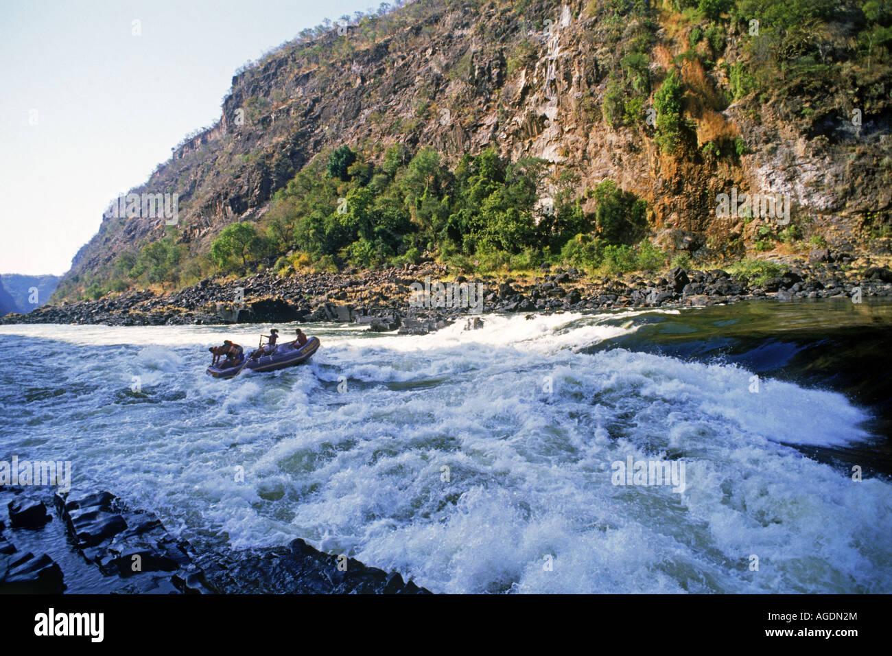 Le rafting sur la rivière Zambèze entre le Zimbabwe et la Zambie Banque D'Images