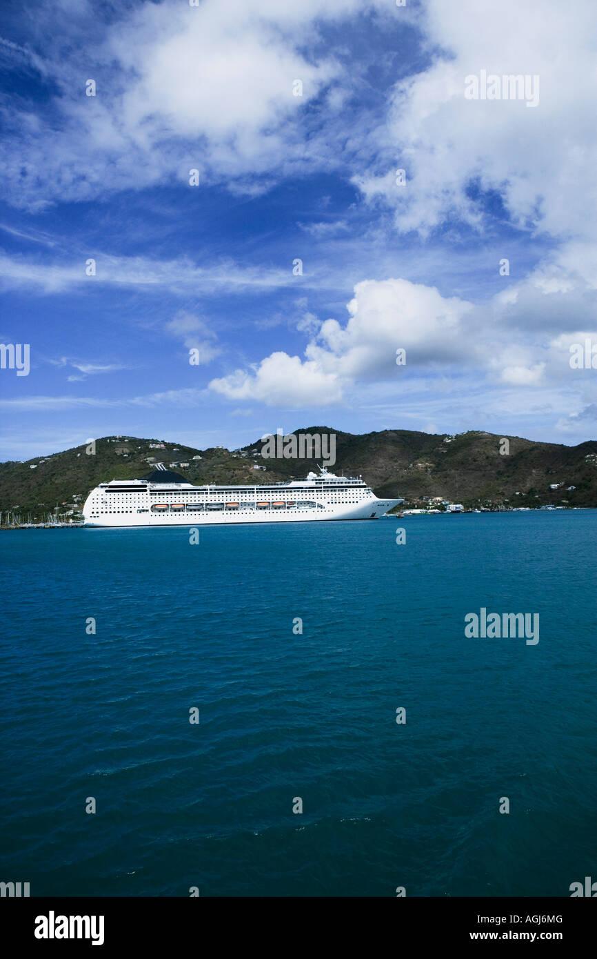 Ferry dans la mer Photo Stock