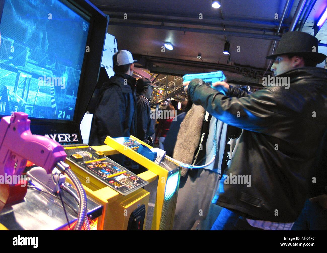 Young boy playing video game Trocadéro London England Angleterre UK Photo Stock