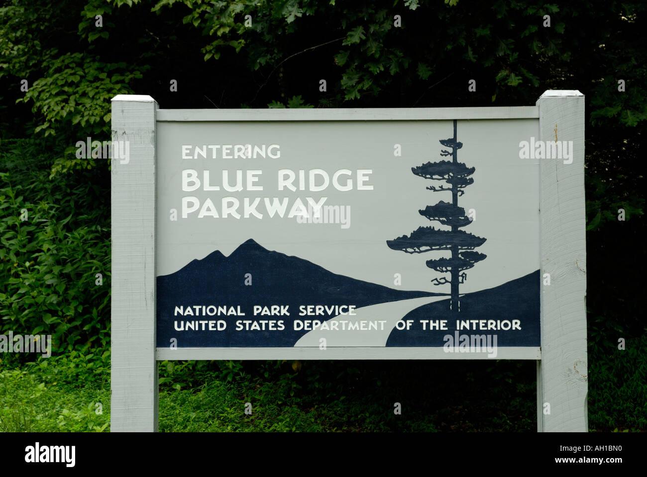 Panneau d'entrée de Blue Ridge Parkway, près de Asheville, Caroline du Nord. Photo Stock