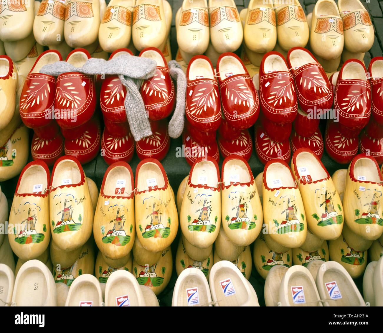 NL - Pays-Bas: sabots traditionnels sur l'affichageBanque D'Images