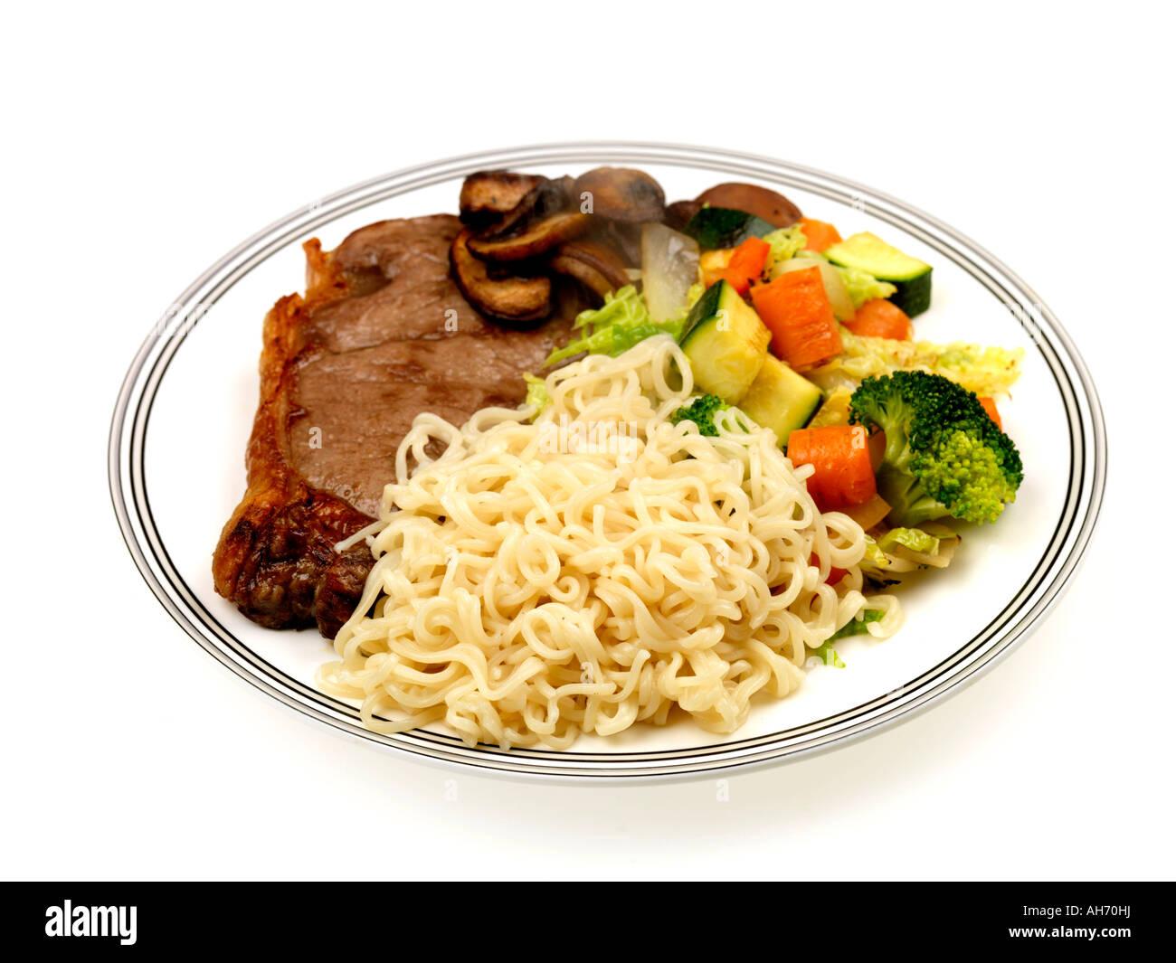 Lean steak grillé et les nouilles Photo Stock