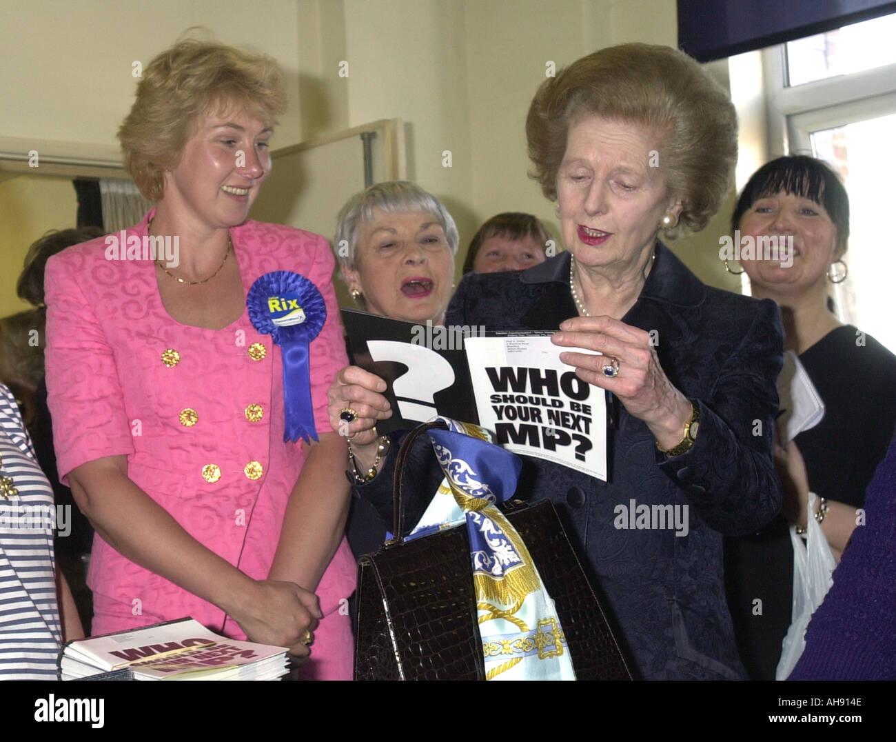Lady Thatcher dans la campagne électorale 2001 Banque D'Images