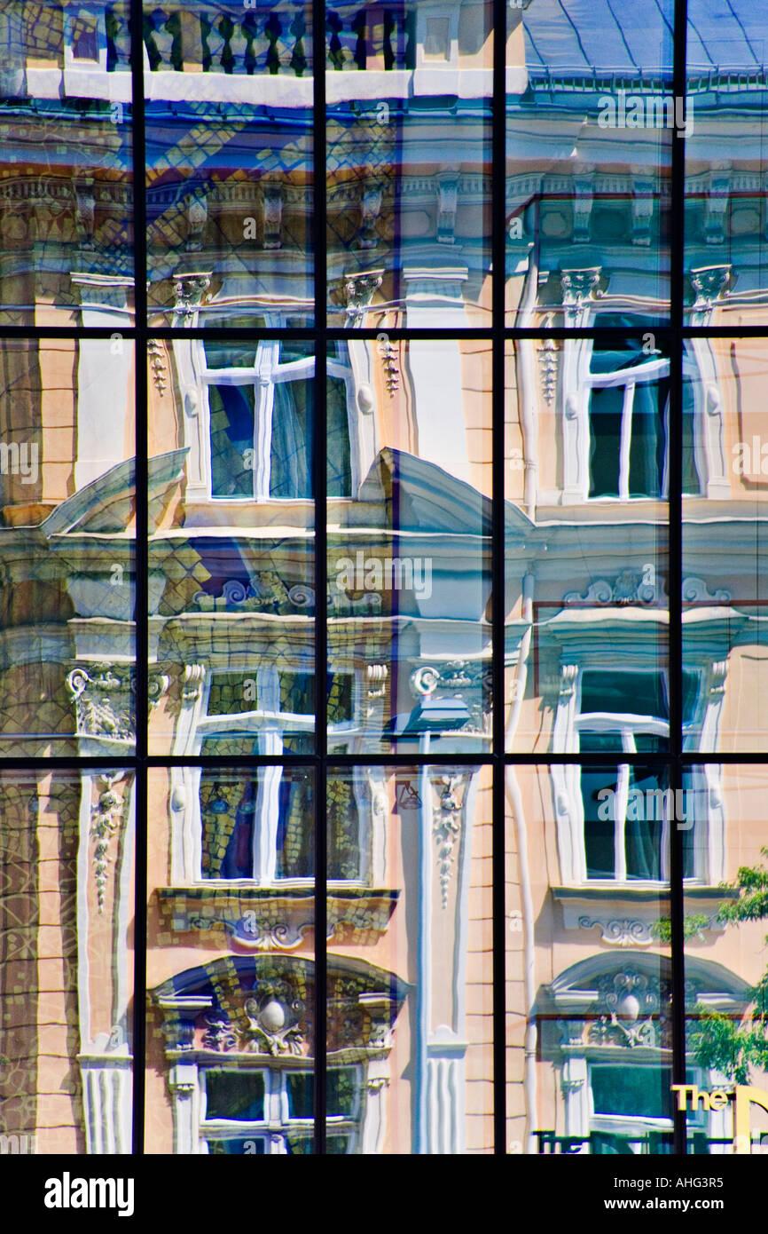 Les contrastes dans une ville Photo Stock