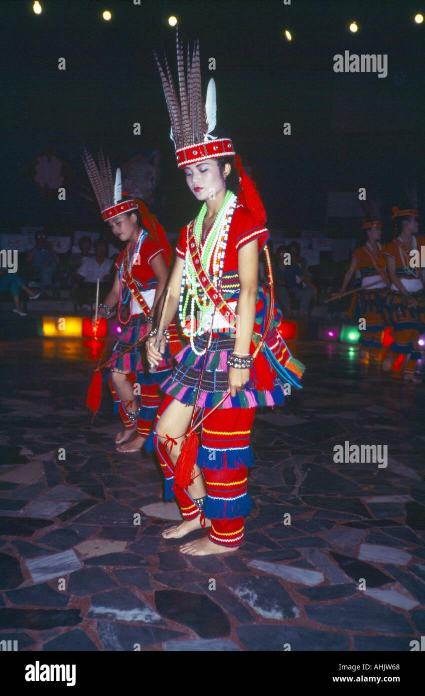 Taiwan Hualien Tribu Ami Local Femme autochtone en costume traditionnel d'hôtesse de l'Ami Cultural Village Photo Stock