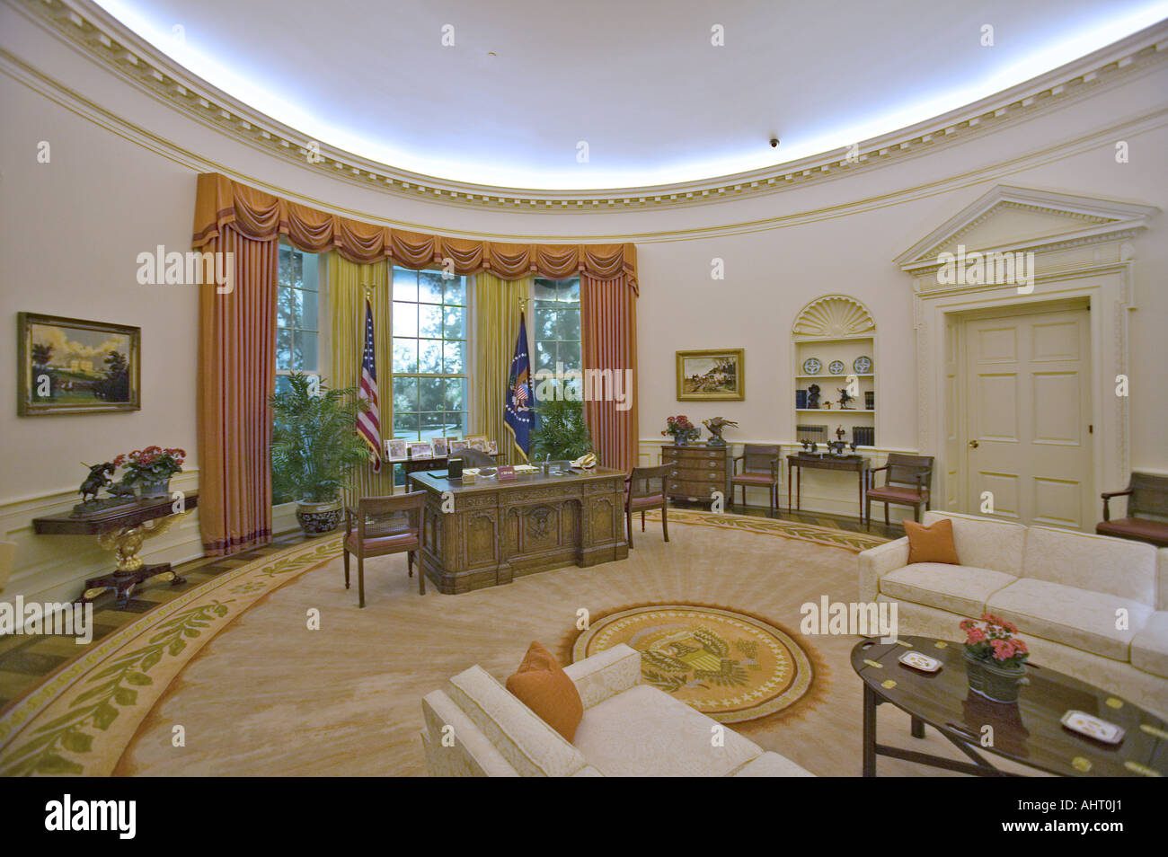 Réplique du bureau ovale de la maison blanche sur laffichage à la