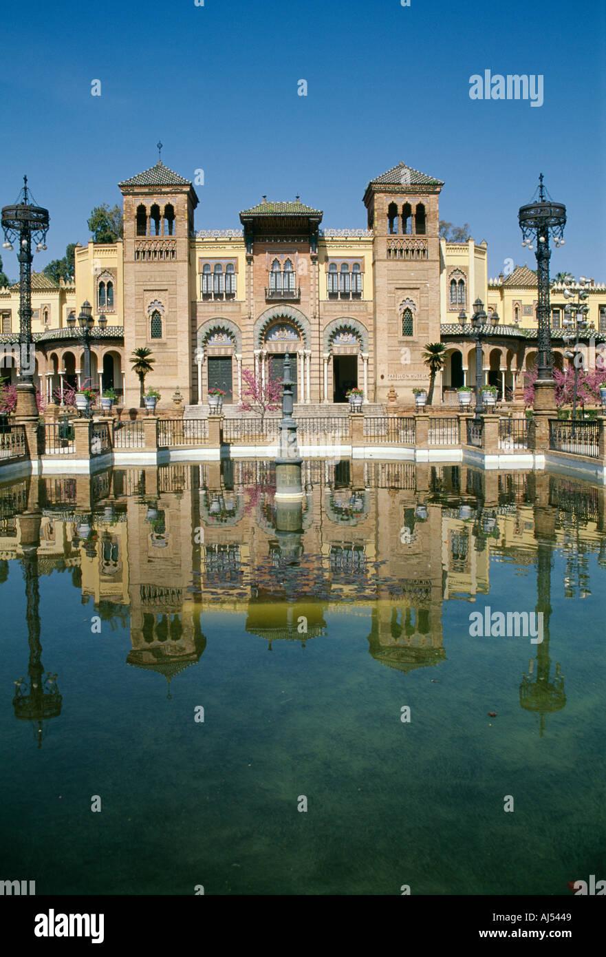 Pavillon mudéjar Plaza de Las Americas parc Maria Louisa Séville Andalousie Espagne Banque D'Images