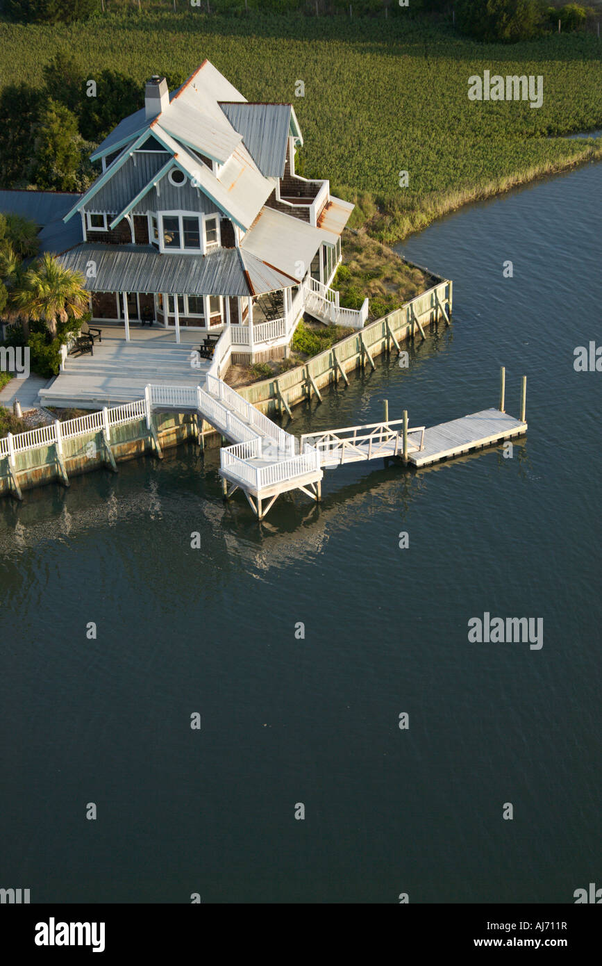 Vue aérienne de waterfront home sur Bald Head Island Caroline du Nord. Photo Stock