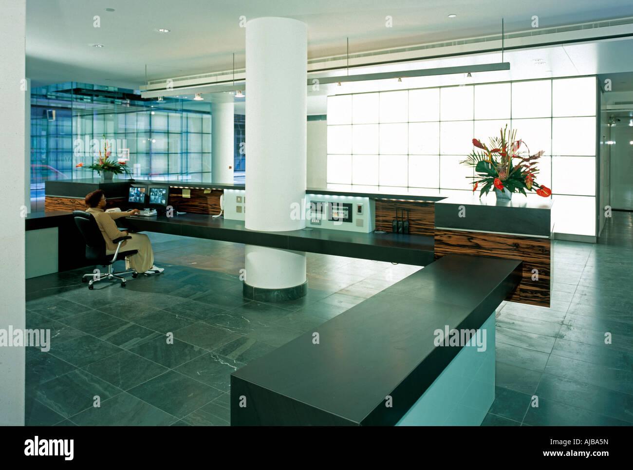 Hall de réception avec le verre intérieur à 25 avenue copthall