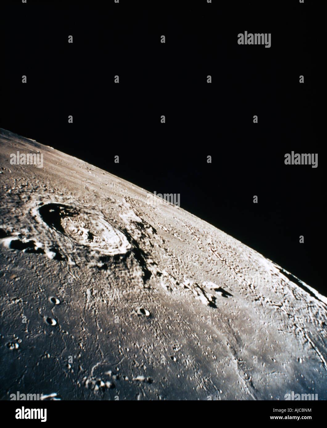 Cratère sur surface de Lune Eratosthenes Photo Stock