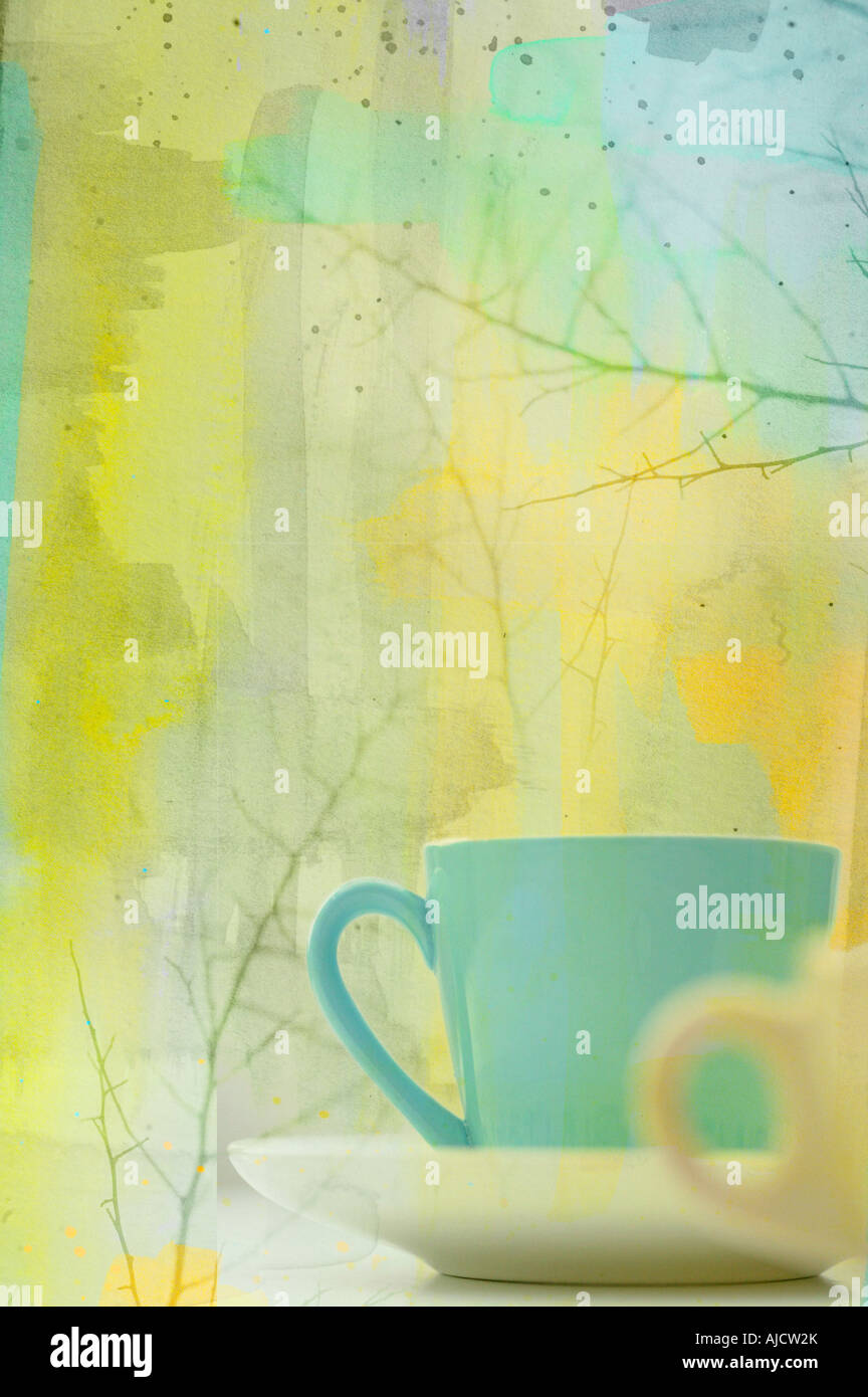 Photo illustration d'une paire de tasses à café en hiver avec branches Photo Stock