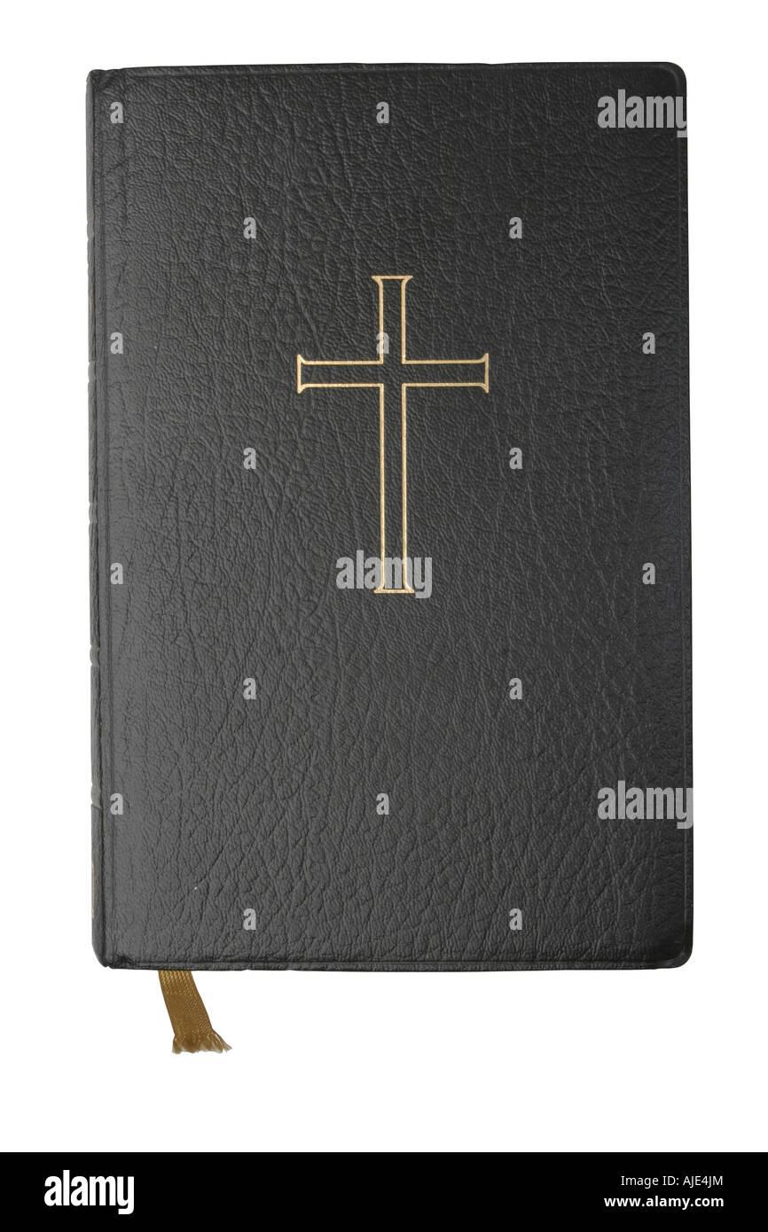 La Bible avec croix d'or sur le couvercle isolé sur blanc avec clipping path Banque D'Images