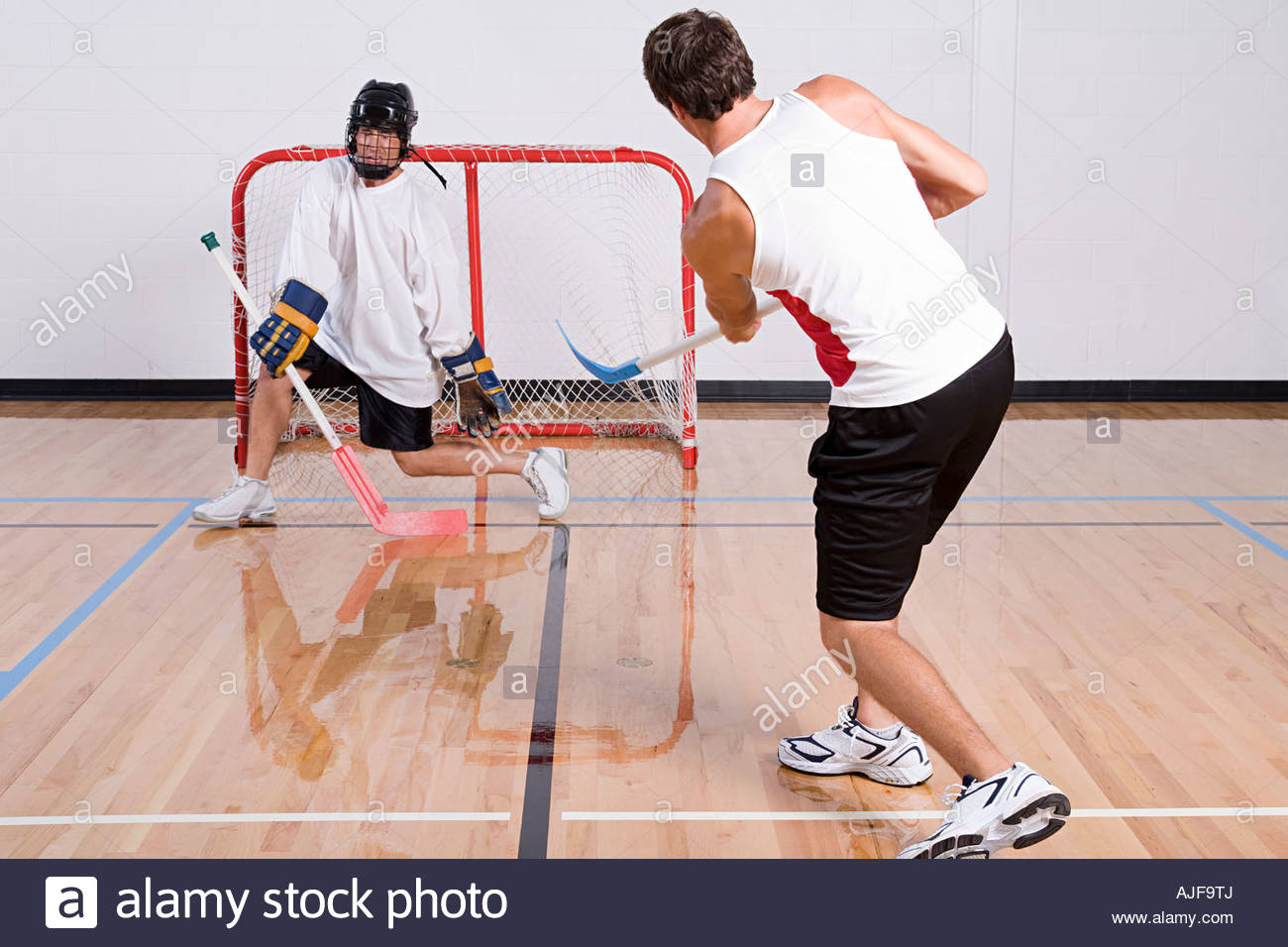 Gardien de hockey faire une sauvegarde Photo Stock