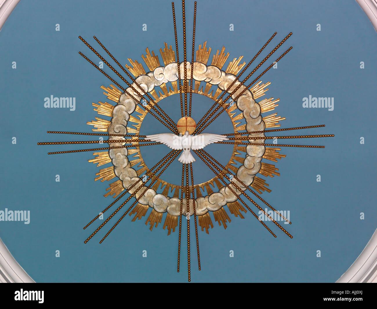B 51319 colombe de la paix sur le plafond de l'église Holy Trinity Clapham Common London England Photo Stock