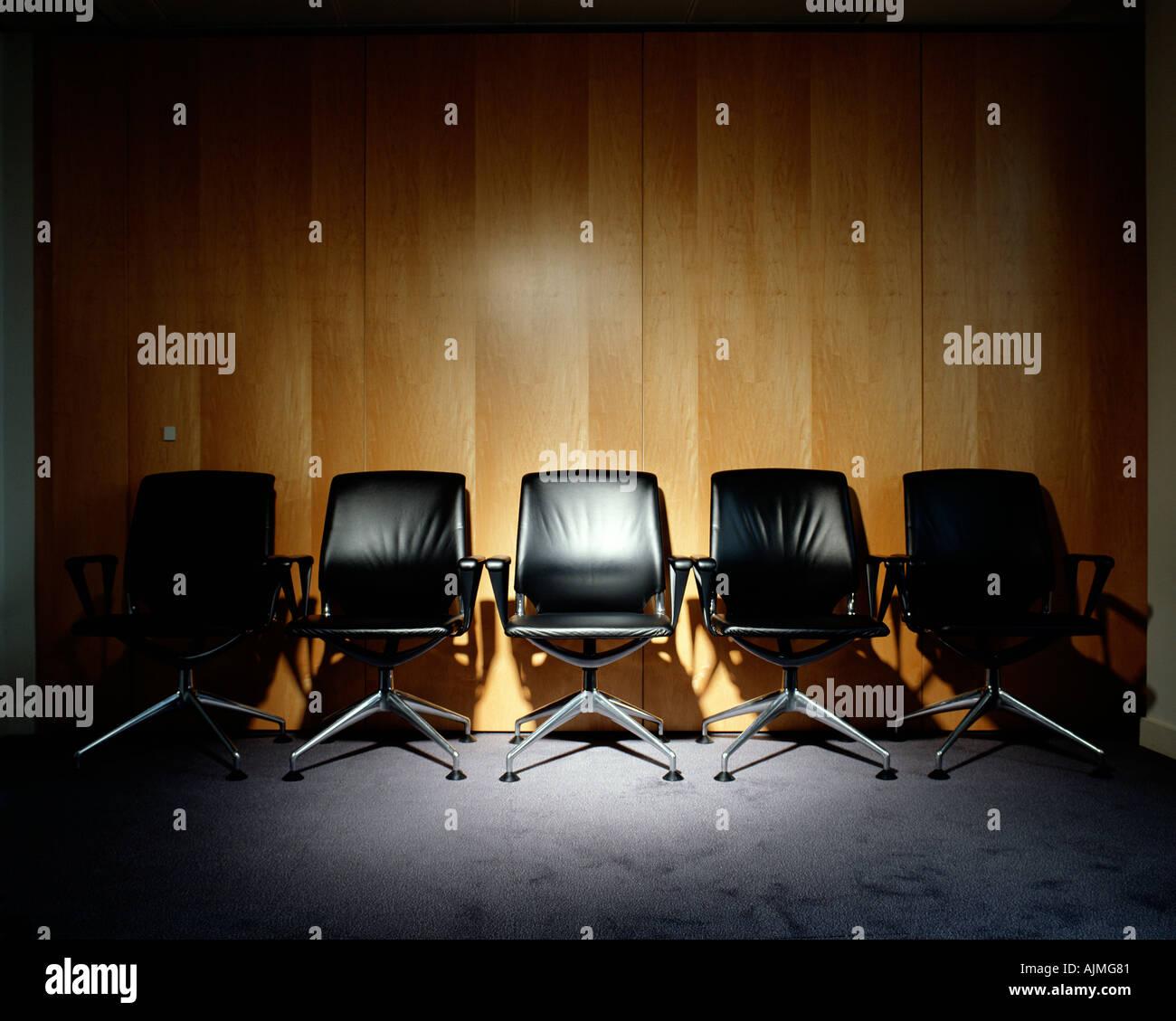 Rangée de chaises de bureau vide Photo Stock