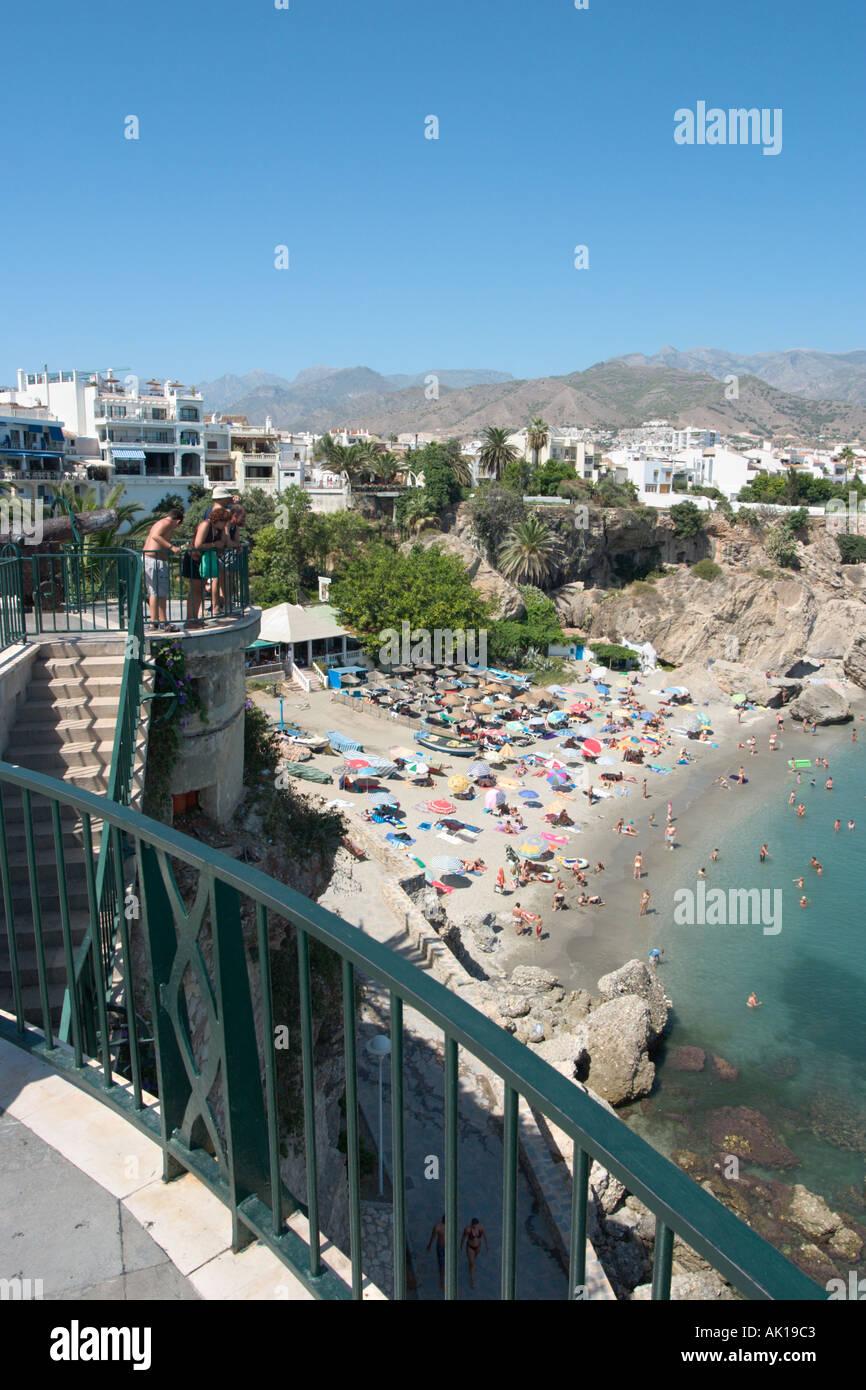 Vue depuis le balcon de l'Europe dans la vieille ville , Nerja, Costa del Sol, Andalousie, Espagne Photo Stock