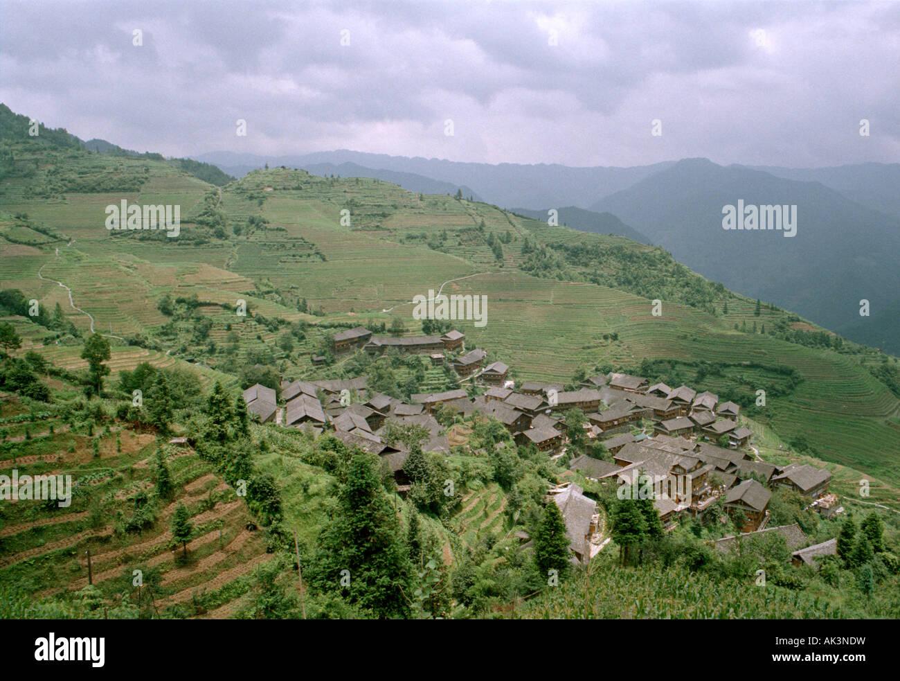 Vue sur les rizières en terrasse de riz Longji, également connu sous le nom de Dragon's Backbone, Photo Stock