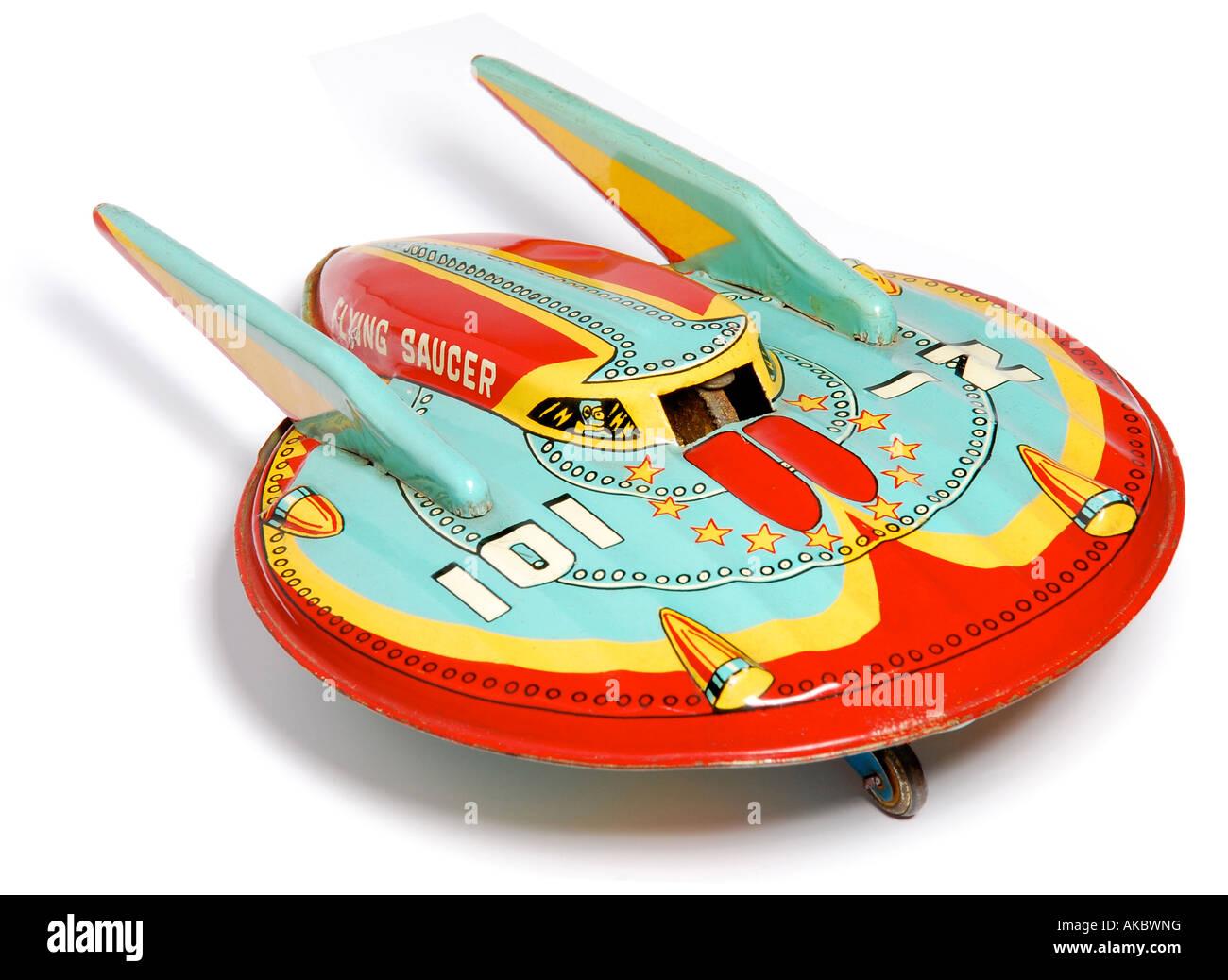 Les géants des airs : Le Northrop YB-49 [Italeri 1/72] - Page 13 Retro-colore-toy-rocket-spaceship-soucoupe-volante-photo-par-patrick-steel-patricksteel-akbwng