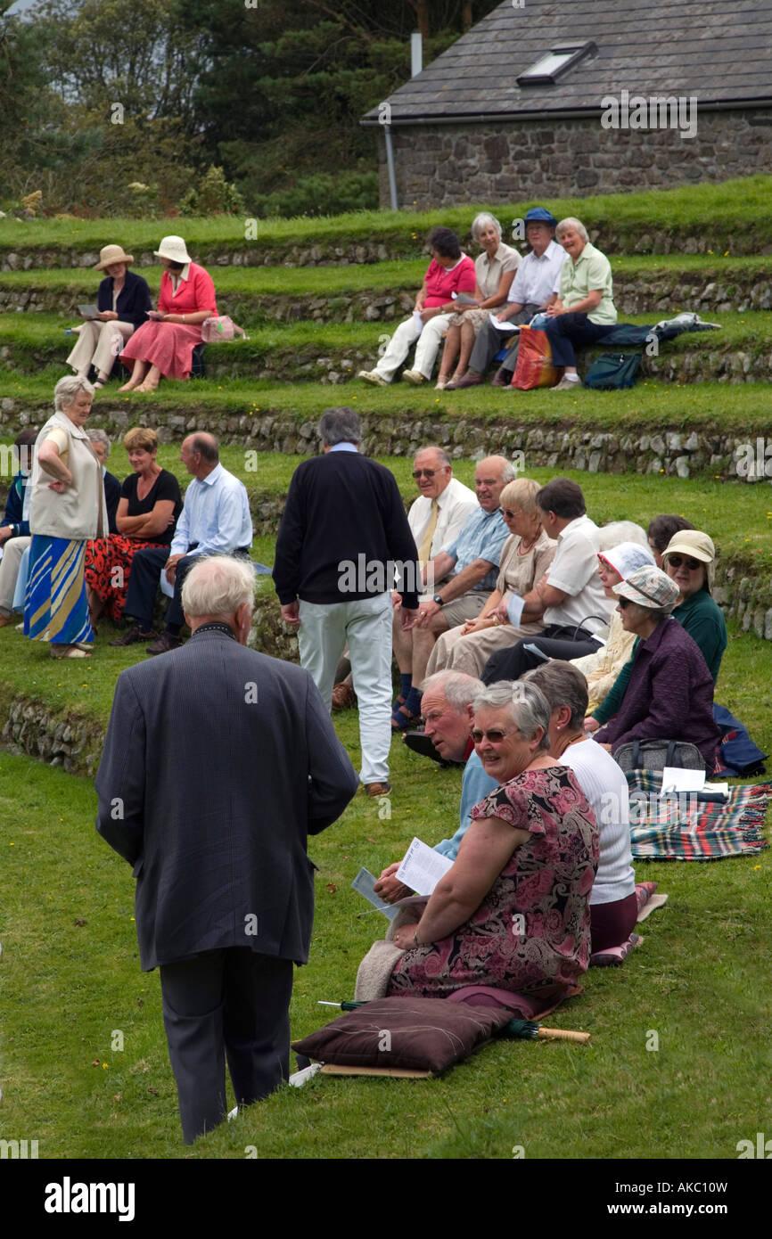 Rassemblement de personnes pour un service au Gwennap pit Cornwall Photo Stock