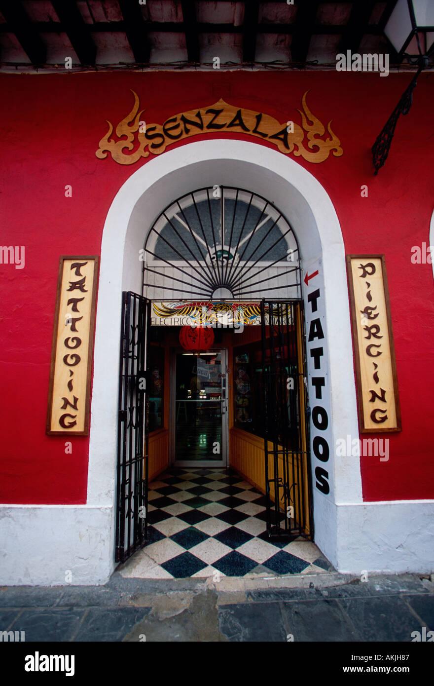 Senzala salon de tatouage, tatouage, tatouage, tatouage, body piercing, piercings, body art, Old San Juan, San Juan, Puerto Rico Photo Stock