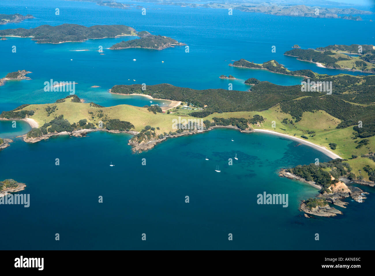 Vue aérienne de la baie des îles à partir d'un petit avion, Northland, North Island, New Zealand Photo Stock