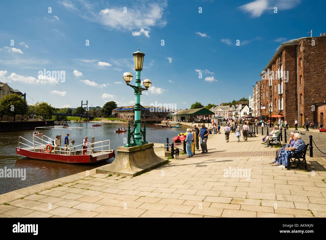 Exeter quay - Butts Ferry traversant la rivière Exe, Devon UK en été Banque D'Images
