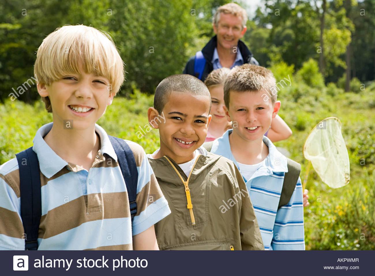 Enseignant et élèves en visite sur le terrain Photo Stock