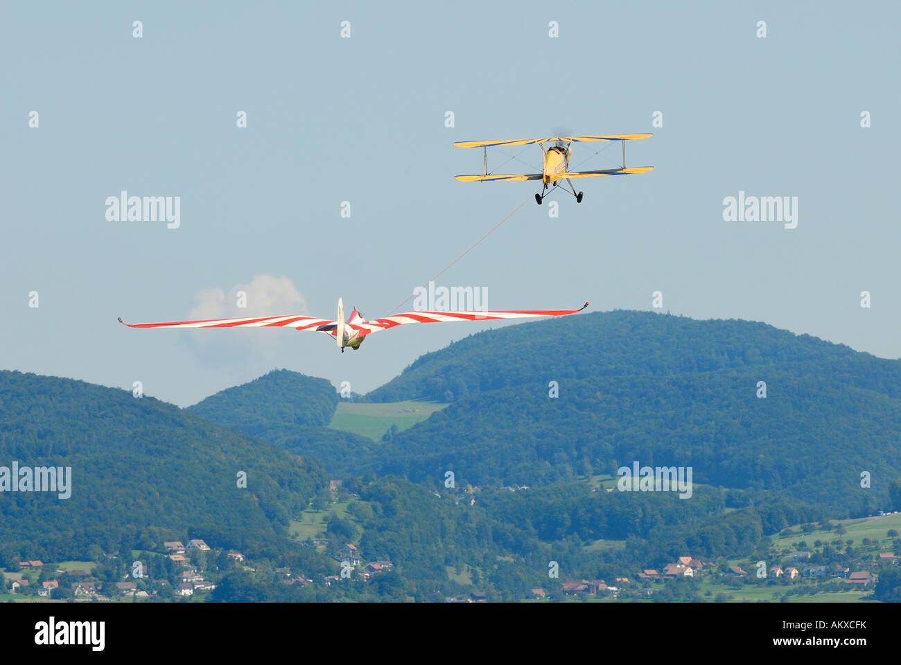 Sail-glisser avec deux avions historiques - Reinach, Suisse, Europe. Photo Stock