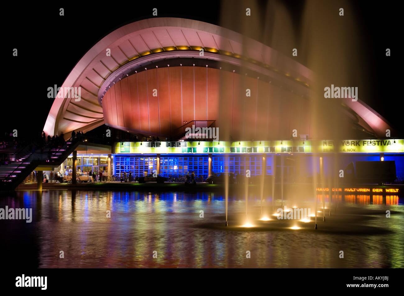 Dans la soirée, maison des cultures du monde, Berlin, Allemagne Photo Stock