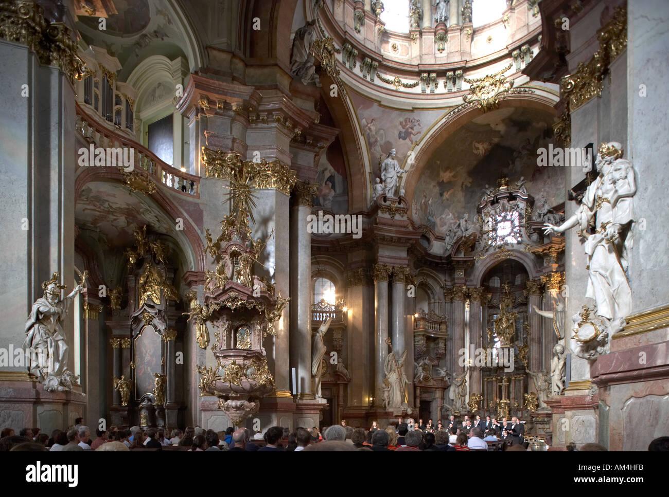 L\'église Saint-Nicolas, petit quartier de Prague. Architecte ...
