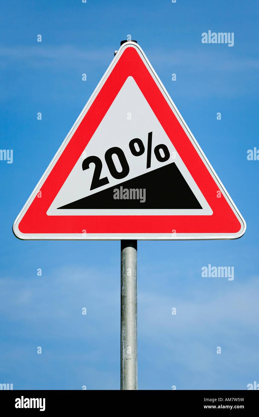 20 % Augmentation de l'impôt sur les bénéfices Gain de dividendes - gradient image symbolique Photo Stock