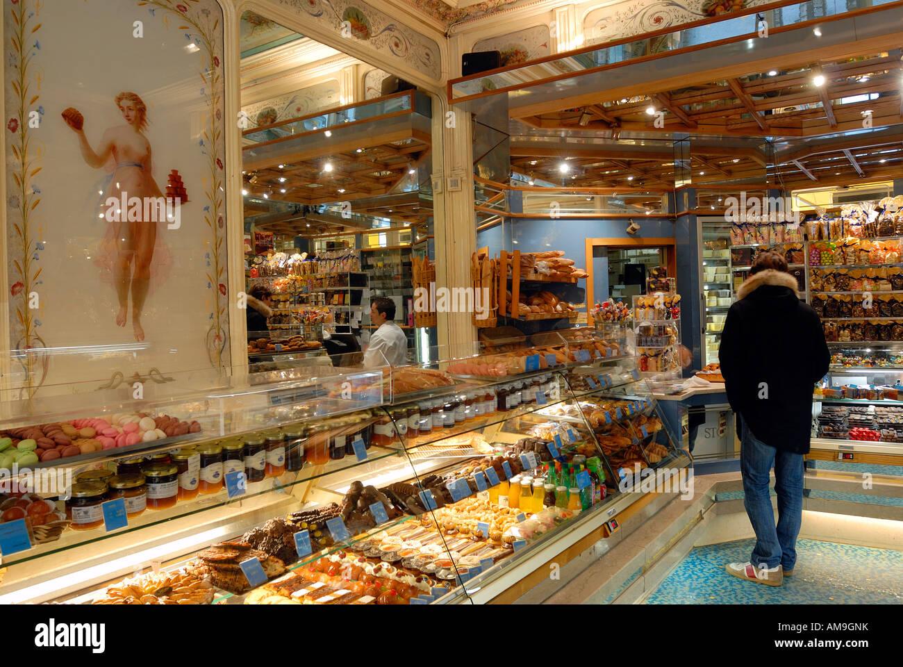 France, Paris, pâtisserie Stohrer, Rue Montorgueuil