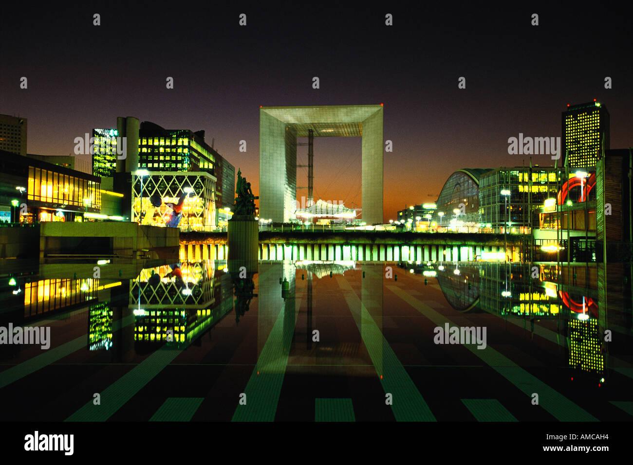 La Grande Arche de nuit, Paris, France Banque D'Images