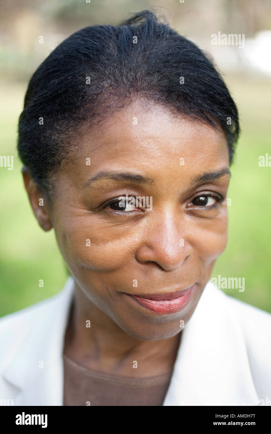 Portrait of a young woman smiling. Banque D'Images
