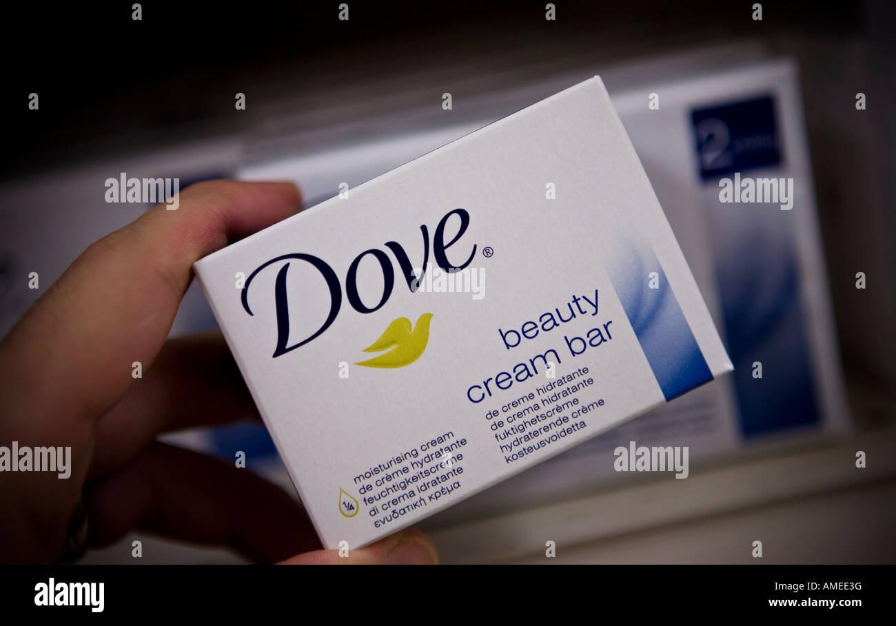 Crème de beauté Dove Dove bar est une marque d'Unilever Photo Stock